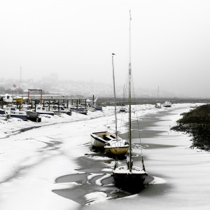 Leigh on sea boats in snow